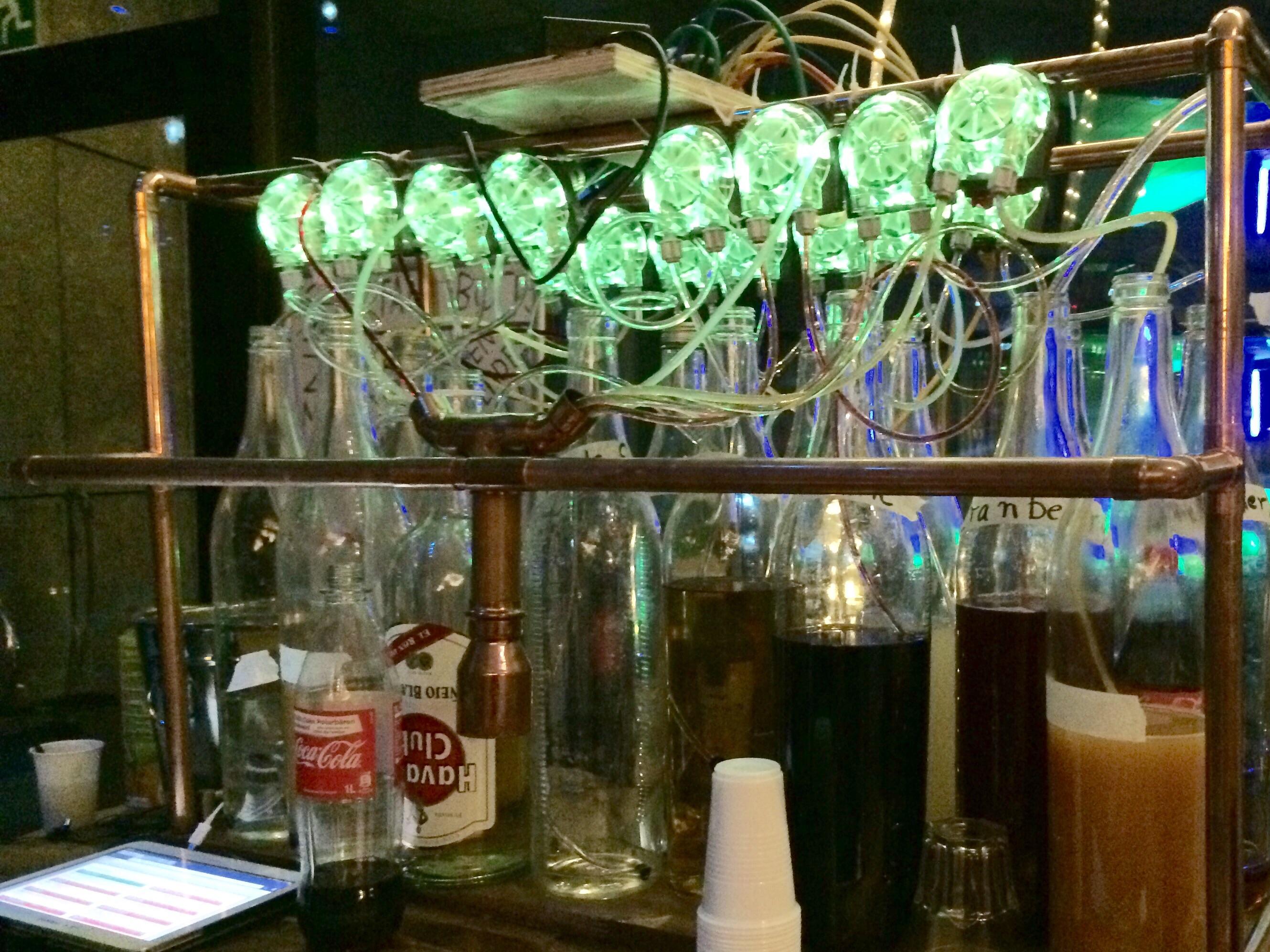 Cocktailroboter. Bild von Holger Klein / Stackenblochen.